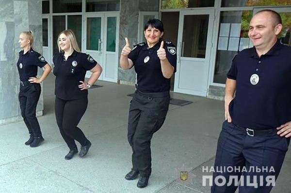 """Результат пошуку зображень за запитом """"Поліцейські провели ранкову розминку з франківськими школярами"""""""